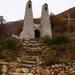 Feljáró a kápolnához, háttérben a Pilis Keresztje