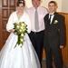 Közös fotó a menyasszonnyal és a vőlegénnyel.