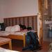 441 Koronaőr vendégházban elalszom fénykép nézegetés közben