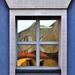 Nagy ház a kis ablakban