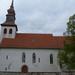 Korlát, műemlék templom évek óta törött ablaküvegekkel...