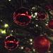 piros gömbök
