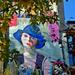 A Kék kalapos nő is őszül...