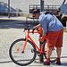 Biciklihez öltözve...